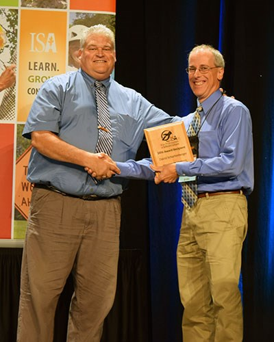 ISA Accepting Nominations for 2019 Awards of Distinction and True Professionals of Arboriculture